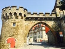 メルゼーブルグ城、城壁と門