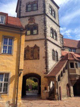 城の中庭 から城の門へ見るMoritzburg