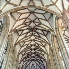 ハレンキルヘやホール型教会では教会の建築様式