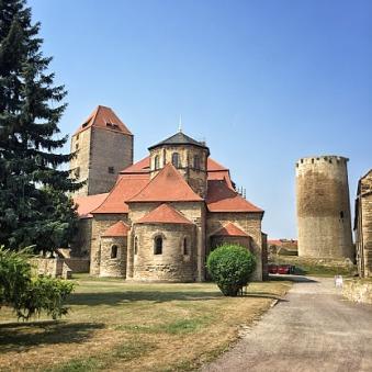 クヴェアフルト砦の土地に建ってられた教会(ロマネスク様式ゴシック様式)